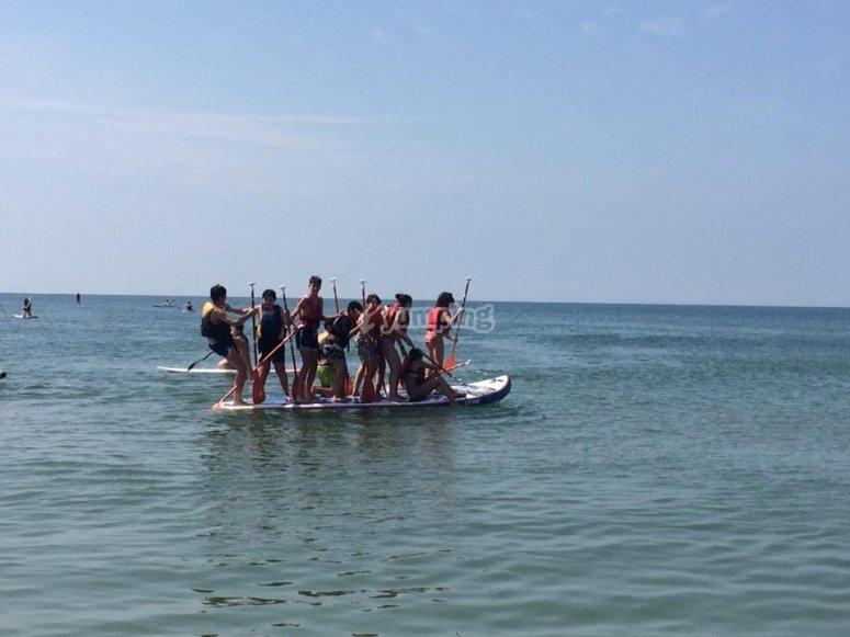 Todos en la tabla de paddle surf