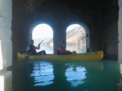 Lago de Mediano儿童独木舟之旅