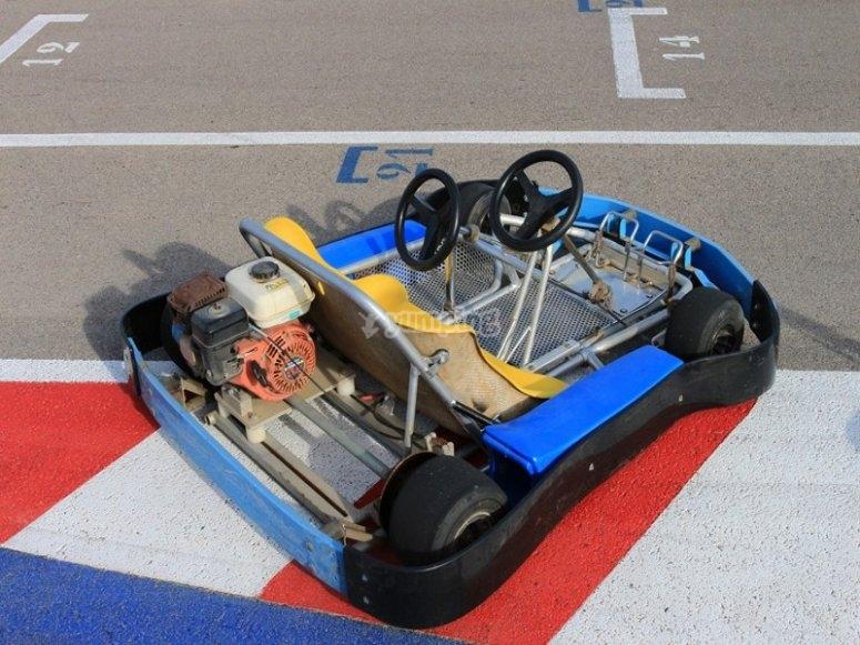 赛车场的卡丁车之一