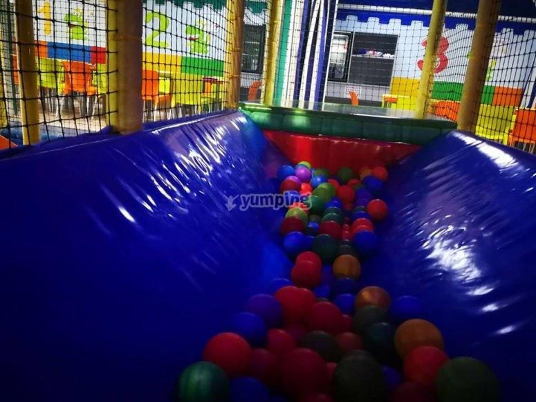 Parque de bolas para jugar