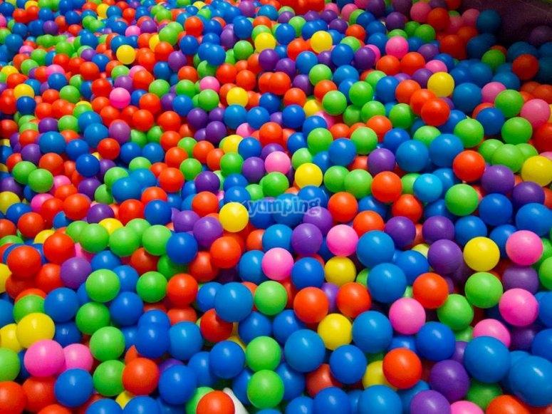 Piscina de bolas de mil colores