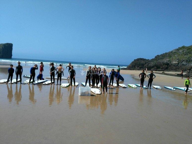 Clases de surf durante el campamento