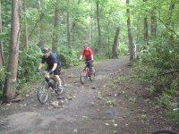 Por el camino con la bicicleta de montaña