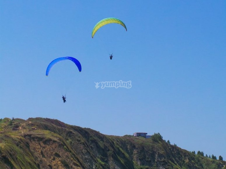 Exciting paraglider ride