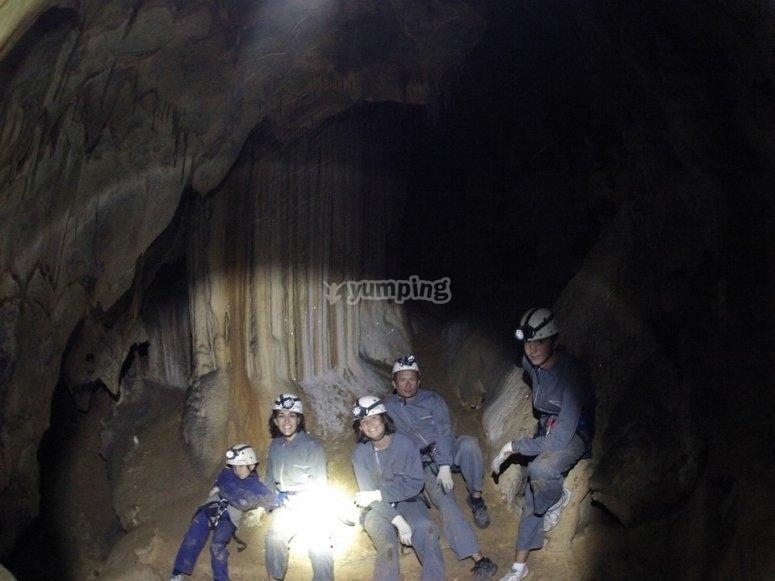 La familia en la cueva