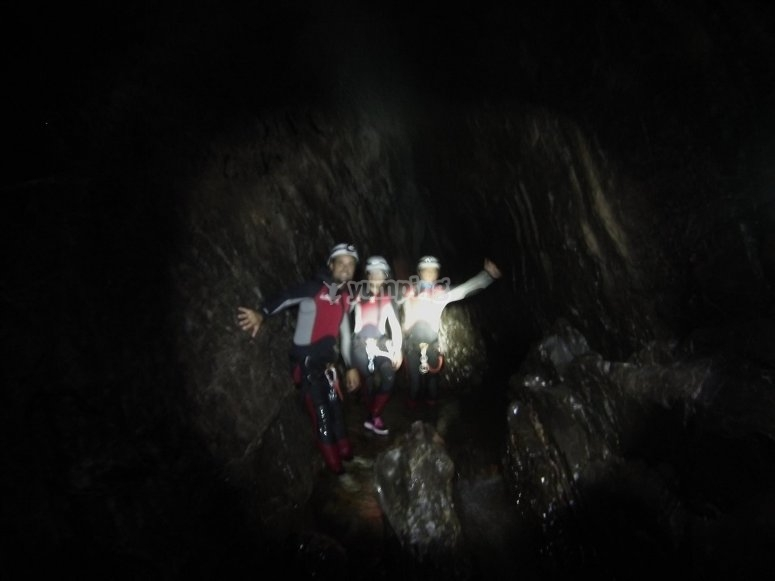 Espeleologia en cueva Pruneda