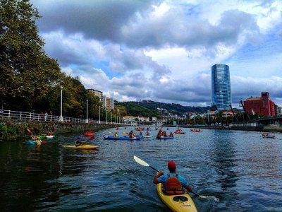2 hour Kayak rental in Ría de Bilbao