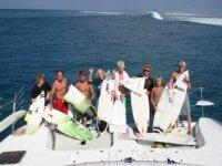 Grupo practicando Surf