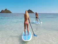 dos chicas practicando paddle surf.jpg