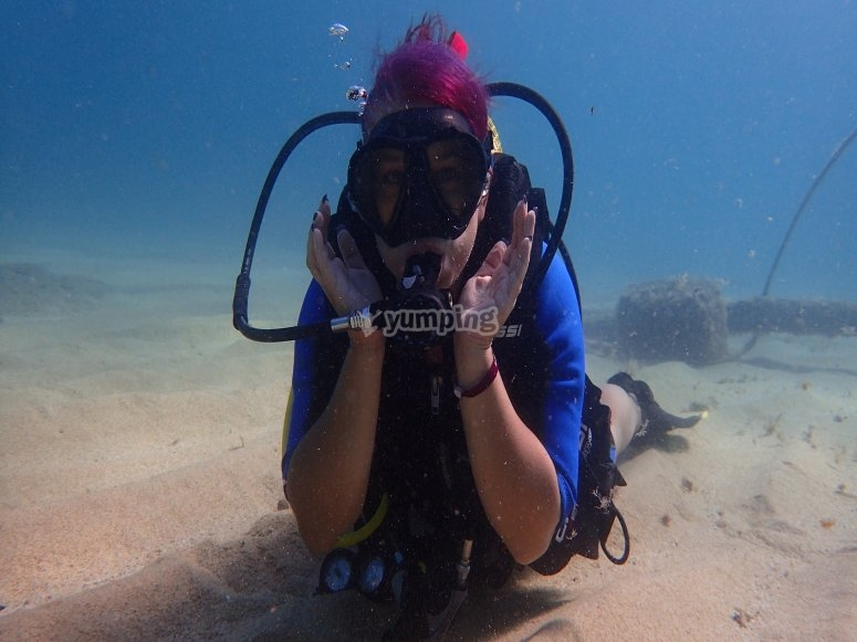 Posing underwater
