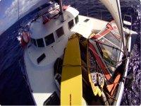 Barco con material para wind y ski