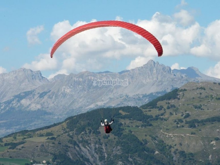 Paraglider flight in the province of Caceres