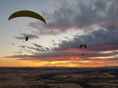 Individual paragliding baptism couples in Alarilla