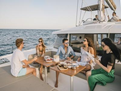 Catamarán compartido aperitivo Barcelona 2 horas