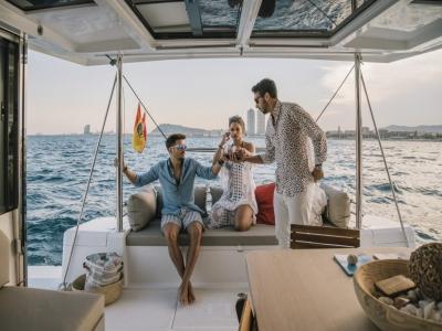 Una giornata in catamarano privato Costa de Barcelona