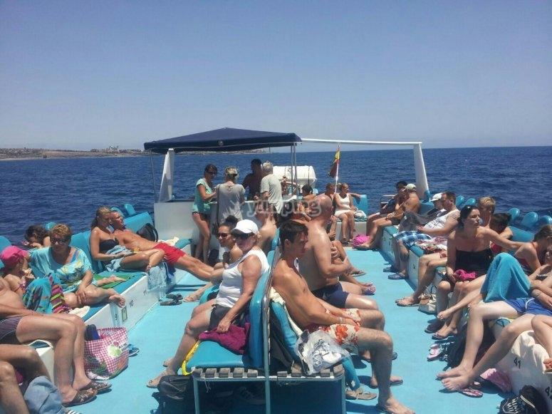 Disfrutando del sol en el catamaran