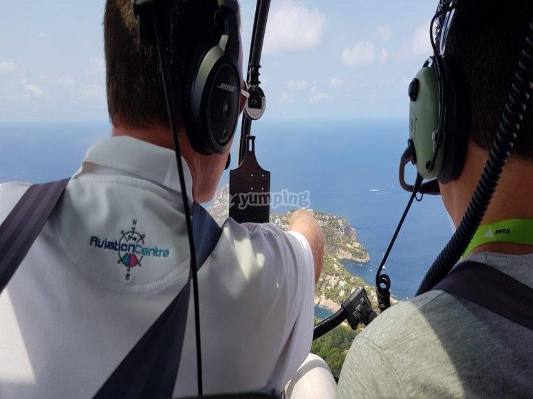 专业飞行员指导和驾驶马略卡岛上的飞行