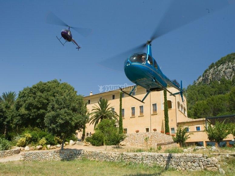 直升机在飞行