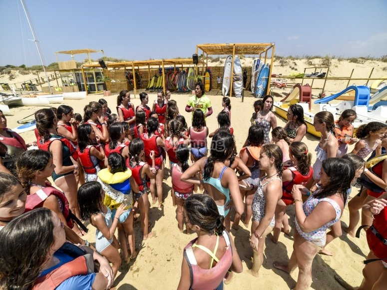Alumnos en playa del Camping Giralda