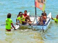 Navegando en catamaran por el mar