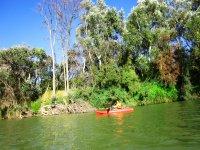 En kayak por el rio