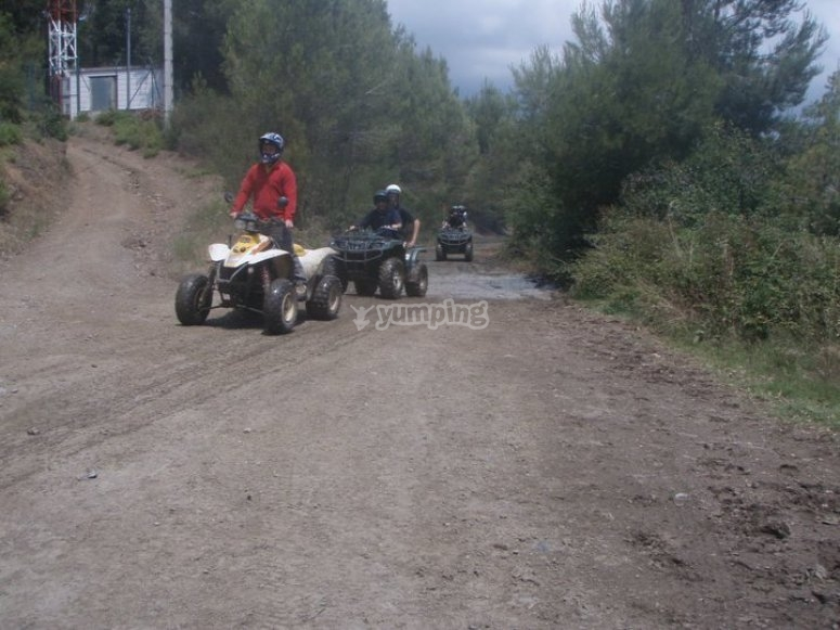 Amigos en ruta con los quads