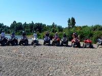 Grupo de quads posando tras la ruta