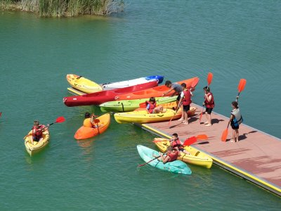 Kayak groups 30 m lake Las Graveras Leisure Park