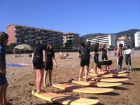 Preparados para la clase de surf