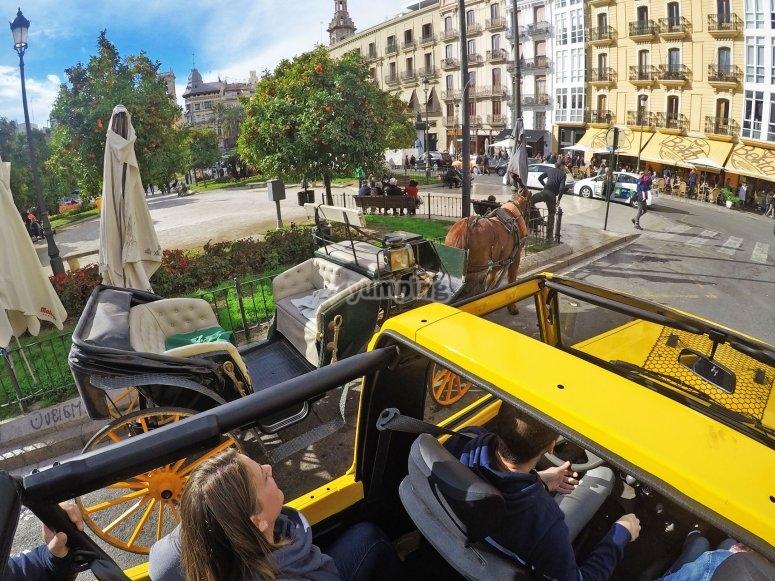 Viendo la ciudad desde el Jeep
