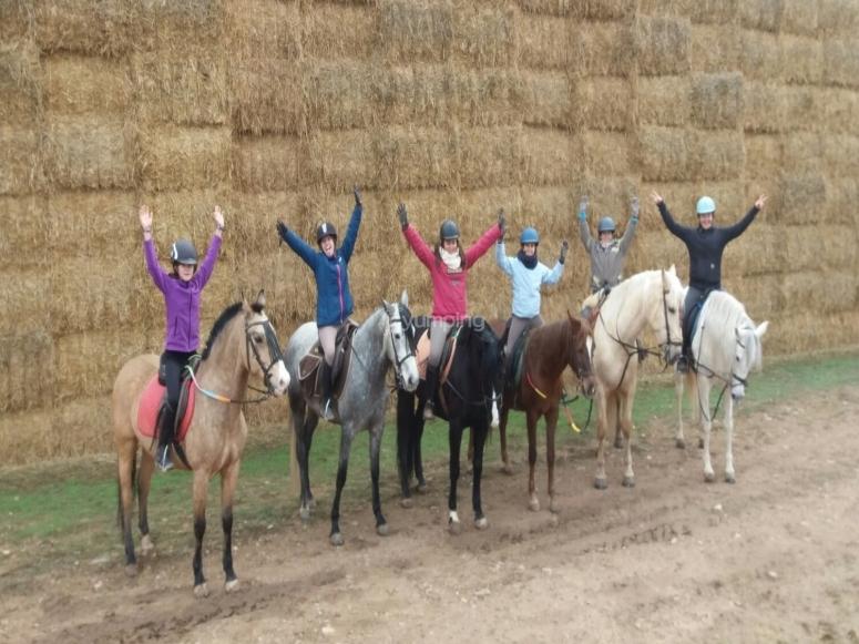 A lomos de los caballos