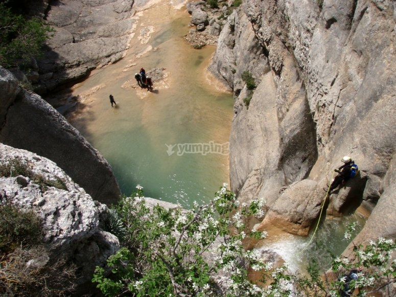 Pools and jumps in the canyon of Cerdanya valley, Cataluña