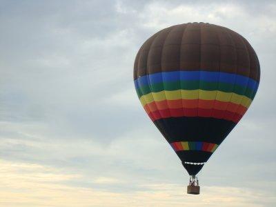 乘坐热气球1小时30分钟Valle delaCerdañaCatalana