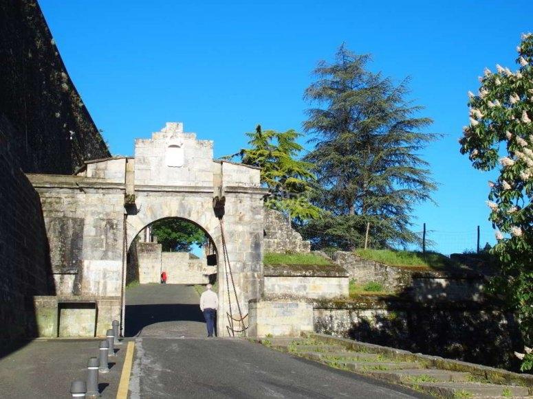 Portal de Francia y murallas