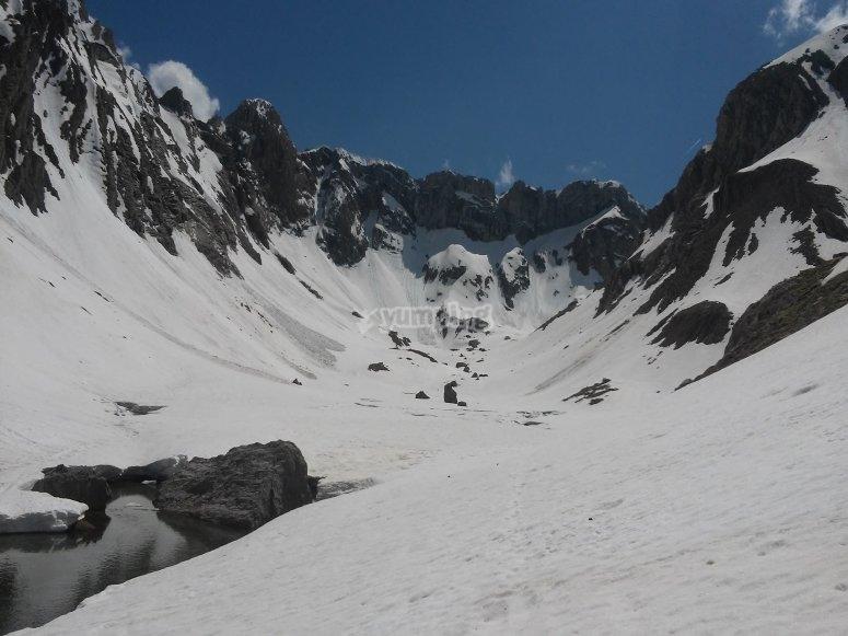 内华达山脉在冬季被冰雪覆盖