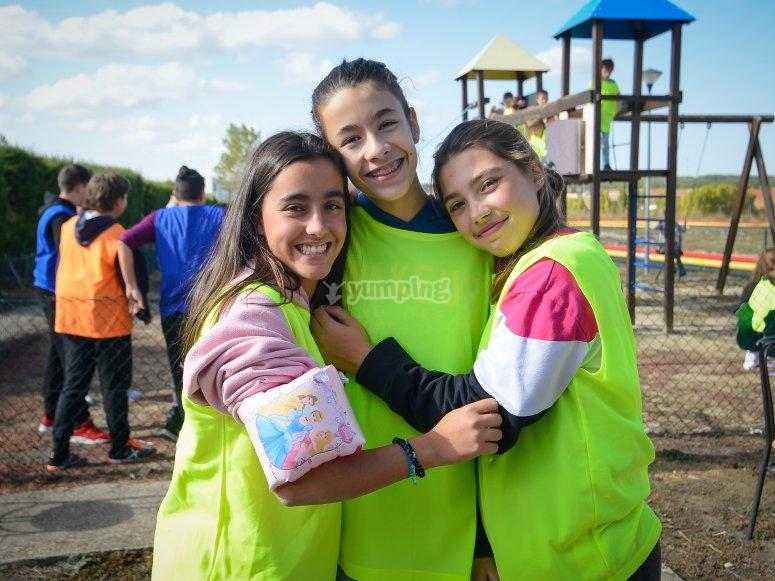niñas en campamento