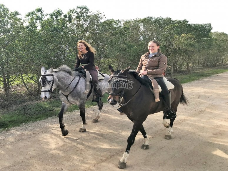 Ruta a caballo en la naturaleza