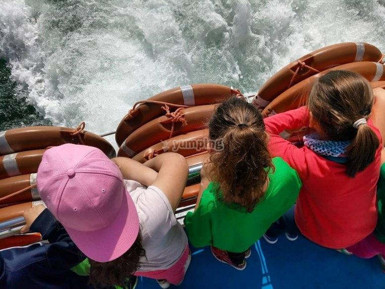 Ruta fluvial con niños