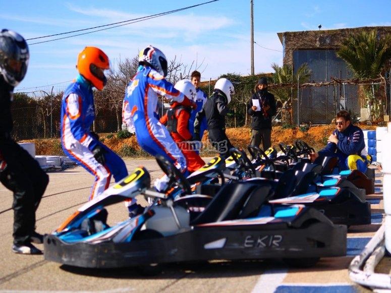 Pilotos listos para empezar la carrera