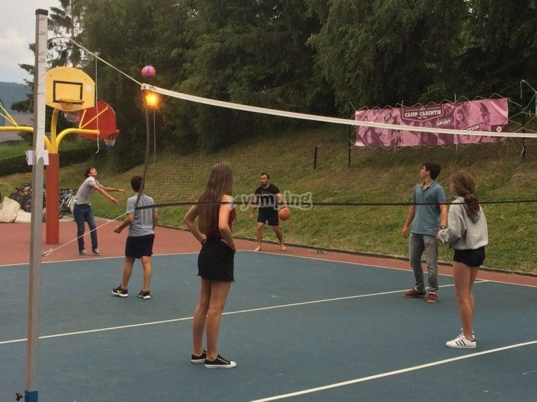 Jugando a voleyball