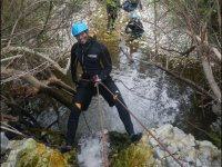 Rappelling with neopreo