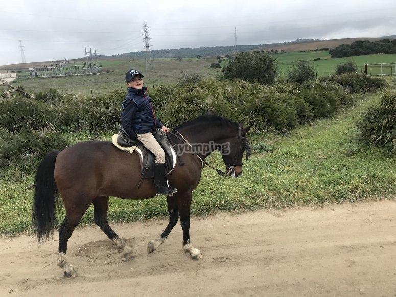 Los peques montando a caballo