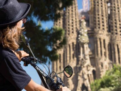 Auto-guide tour eScooter Sagrada Familia Barcelona