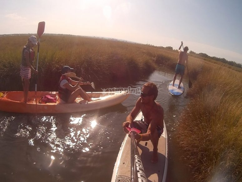 Travesía en kayaks y paddle surf
