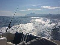 在地中海公海钓鱼