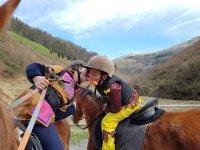 Juegos a caballo en campamento Valle Lastur