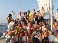 巴诺上我们的船-999举行了一次聚会 - 女孩一方在船上的船党党