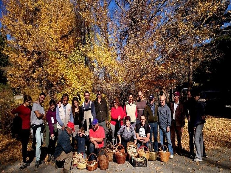 grupo de excursionistas en ruta milogica