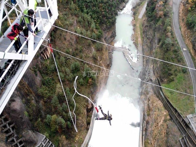 Incredible bungee jump