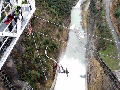 Bungee Jumping y vídeo Llosa del Cavall 122 metros